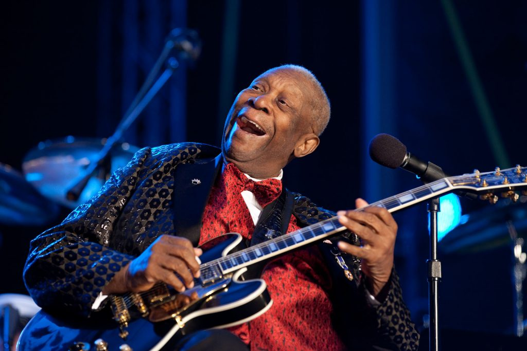 BB King performs on stage